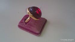 Gyönyörű bordó köves aranyozott ezüst gyűrű