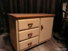 Eladó egy szép Art Deco kis szekrényke / komód 1930-ból