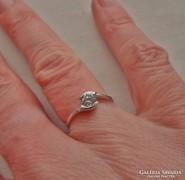 Gyönyörű14k  fehér arany köves gyűrű
