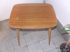 Retro kis asztal ,dohányzó asztal