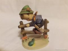 Hummel Kerítésen mászó kisfiú