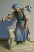 Zsolnay hazatérő nő - 32.5 cm