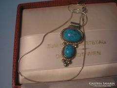 Ezüstözött nyaklánc,türkiz medállal U11