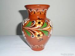 Népművészeti kerámia váza - 13.7 cm magas