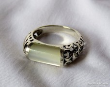 Mesés ezüst gyűrű gyöngyházzal, csipkeszerű mintával