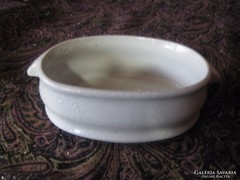 Zsolnay  antik  éthordó egy tagja