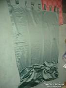 Óriás zöld selyem függöny nagy belmagassághoz, ritka darab