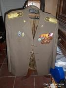 Régi katonai alezredes ruha kitüntetésekkel