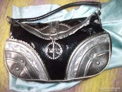 Kézi táska fekete ezüst  designer vajpuha Julien Macdonald