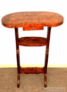 Varrós virágtartós lerakós asztal