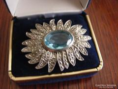 Virág alakú bross, kék kővel