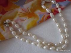 Tenyésztett édesvizi gyöngy ezüst kapoccsal
