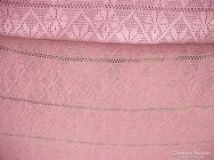Mályva színű  horgolt  ágytakaró,  ágyterítő