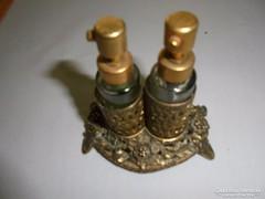 Szépséges régi pafűmös üvegcsék cizellált fém tartóban