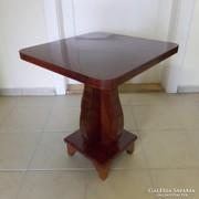 Szögeltes art deco asztalka