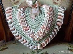 Kézműves szív alakú díszpárna