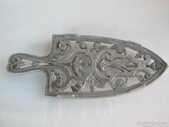 Díszes fém vasalótartó vasaló tartó talp