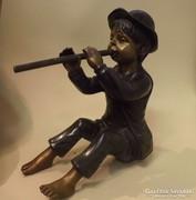 Furulyázó fiú bronz szobor