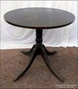Póklábú kör asztal