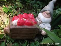 Törpe talicskával kerámia kerti-terasz figura