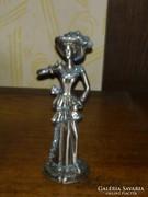 Kalapos hölgy ón szobor