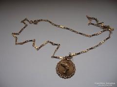 Aranylánc különleges medállal Biczakne-nak