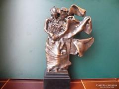 Melocco Miklós: Házasság - nagyméretű bronz-műgyanta szobor