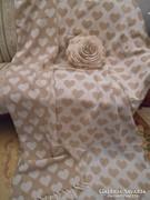 Szőtt szerű ágytakaró 210x165 cm +1 töltött díszpárna