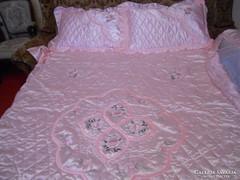 Szatén ágytakaró 200x150 + fodor 45 cm+ 2 db  díszpárnahuzat