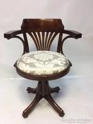Forgós, gurulós, magasságállítós thonett jellegű irodai szék
