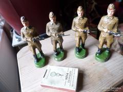 4 db elasztolin katona ,korához képest szép állapotban 9,5cm