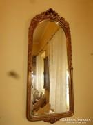 Aranyozott klasszicista tükör.