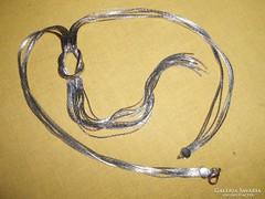 Dekoratív, ezüst színű nyaklánc