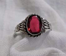 Antik rubin köves ezüst gyűrű