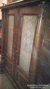Ónémet szekrény korinthoszi oszlopokkal