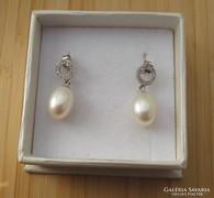 Ezüst fülbevaló - tenyésztett gyöngy és cirkónia díszítéssel