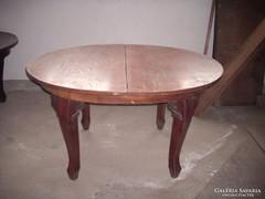 Kisebb méretű ebédlő asztal