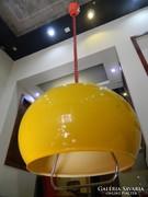 Sárga színű retro lámpa