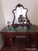 Eladó nagyon szép barokk íróasztal