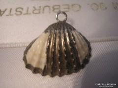 Régi ezüstözött kagyló medál