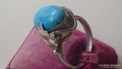 Ezüst gyűrű türkiz kővel díszítve