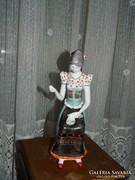 Hollóházi hímező nő porcelán figura 1. osztályú