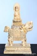Keleti csont szobor