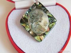Cámea Óriás medál,Abalone kagylóval