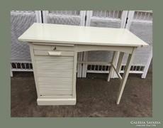 Kis mérető,redőnyös íróasztal