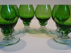 Likőrös poharak virágbimbó formában