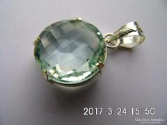 Zöld ametiszt medál