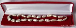 Gyönyörű igazgyöngysor biwa gyöngyökből