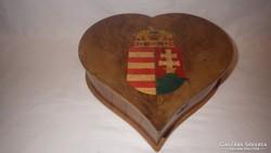 Magyar címeres színes intarziás szív alakú fa doboz