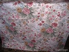 125x117 cm-es angol rózsás sötétítő